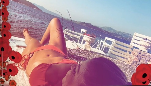 Gülben Ergen'den bikinili selfie